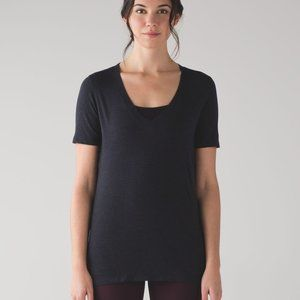 LULULEMON 12 inkwell black V-neck love tee IV